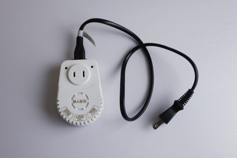 旅行の便利グッズの変圧器