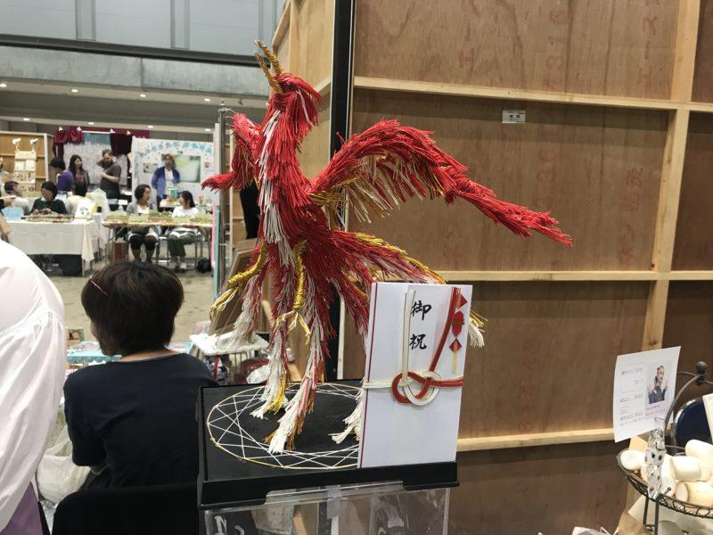 デザインフェスタのBBコリーさんの水引糸でできた鳳凰