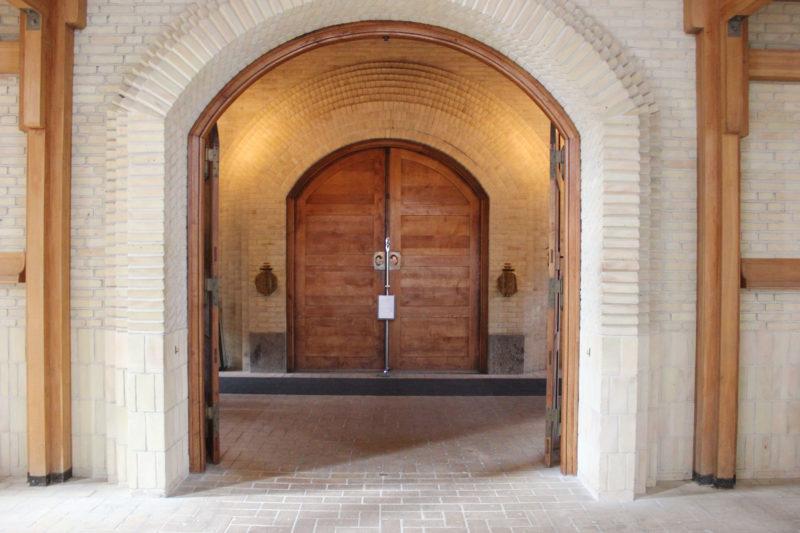 デンマークの教会グルントヴィークスのドア