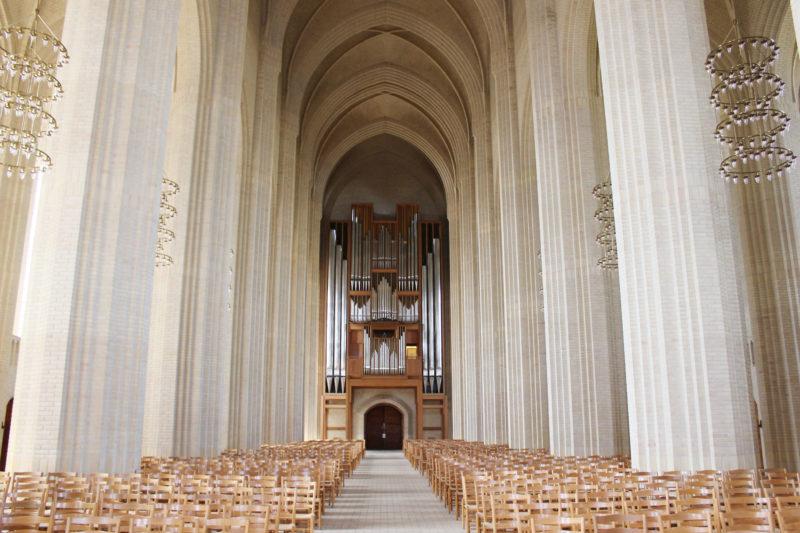 デンマークの教会グルントヴィークスの正面