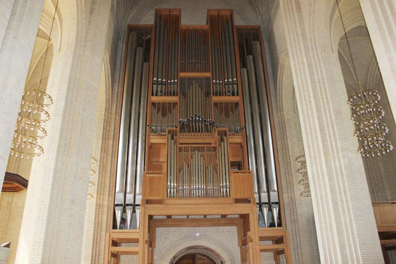 デンマークの教会グルントヴィークスのパイプオルガン
