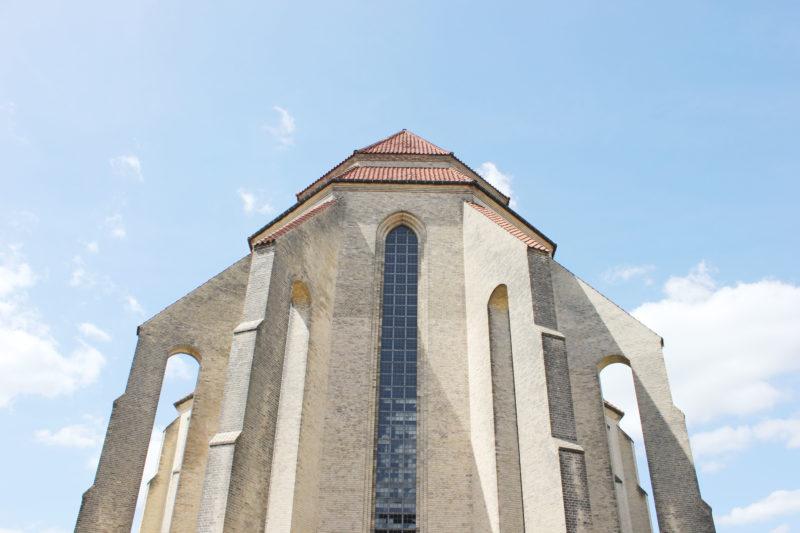デンマークの教会グルントヴィークスの逆サイド