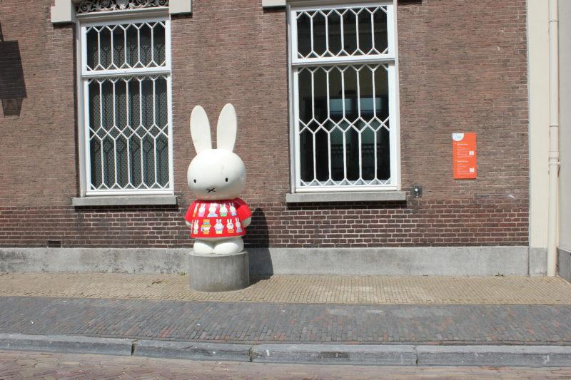 オランダユトレヒトのミッフィーミュージアムの入り口ミッフィー