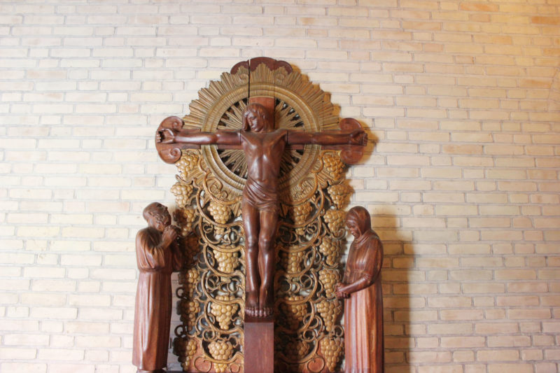 デンマークの教会グルントヴィークスのキリストの彫刻