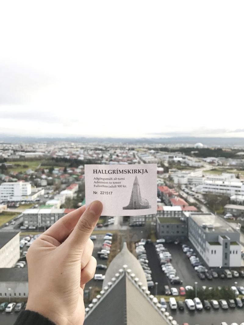アイスランドの首都のレイキャビクのハットルグリムス教会の展望台から見た景色とチケット
