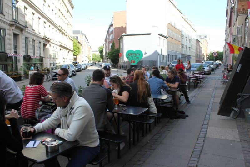 デンマークのビール屋さんミッケラービールの外