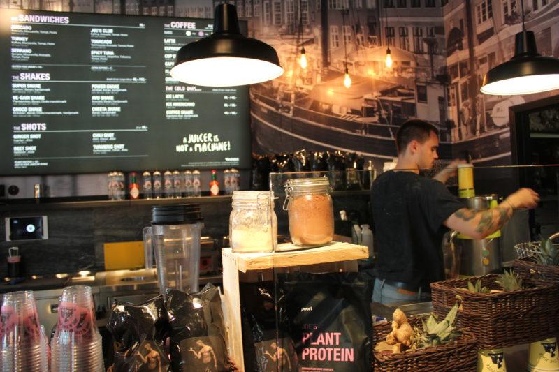 デンマーク発のカフェJOE&THE JUICEのイケメン