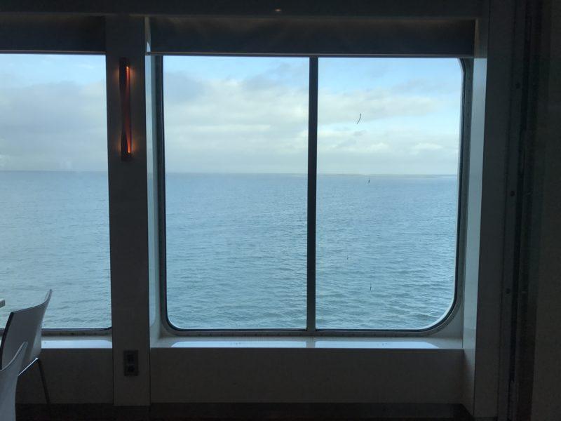 フェリーから見える海