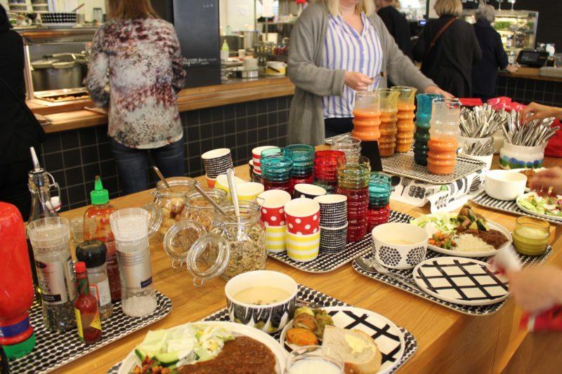 マリメッコ食堂のランチと食器