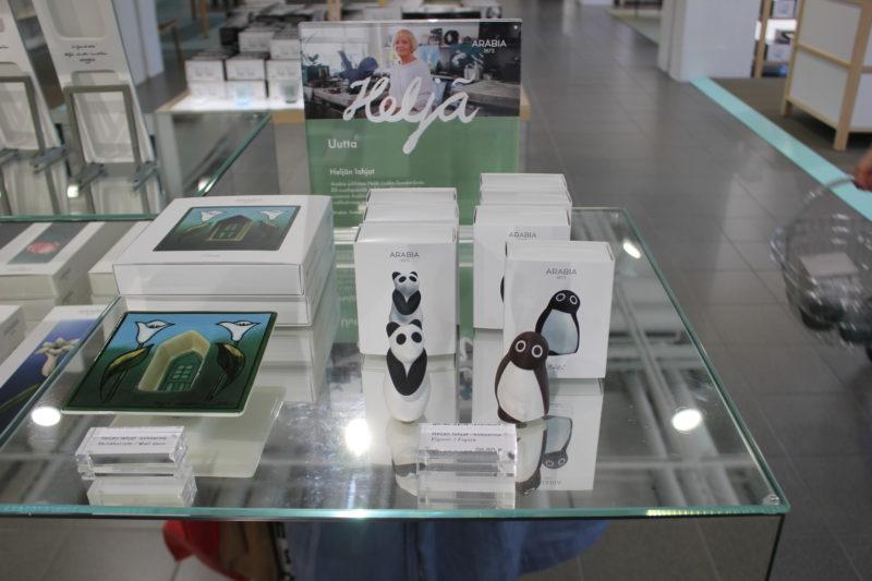 アラビアペンギンとパンダの置物