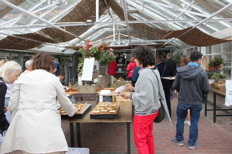 スウェーデンローゼンダールガーデンの温室にあるカフェ