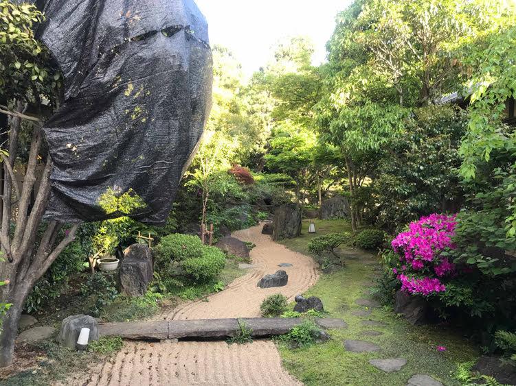 さやの湯処の食事処と庭園