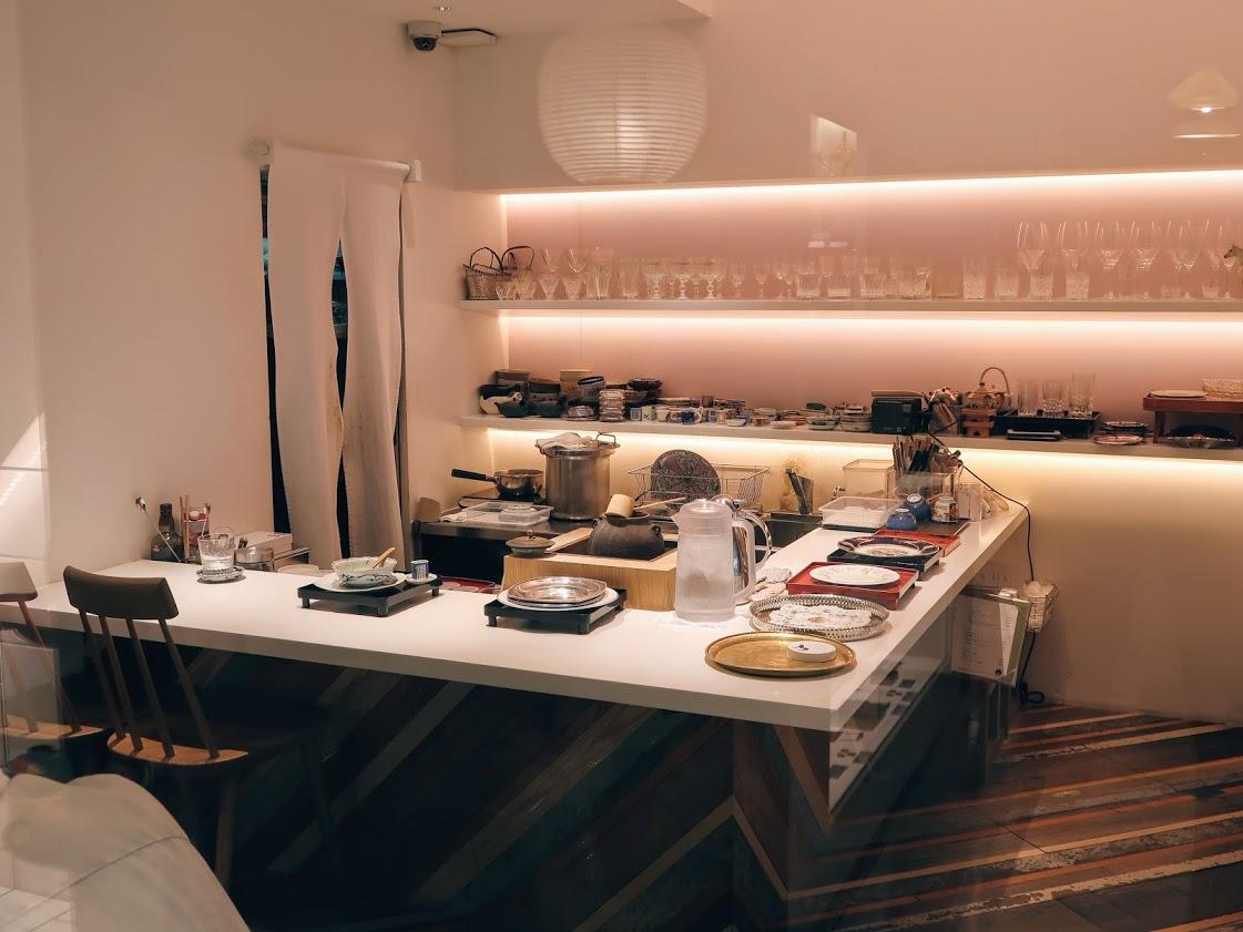 パスザバトン京都祇園店併設のお茶と酒たすきの店内