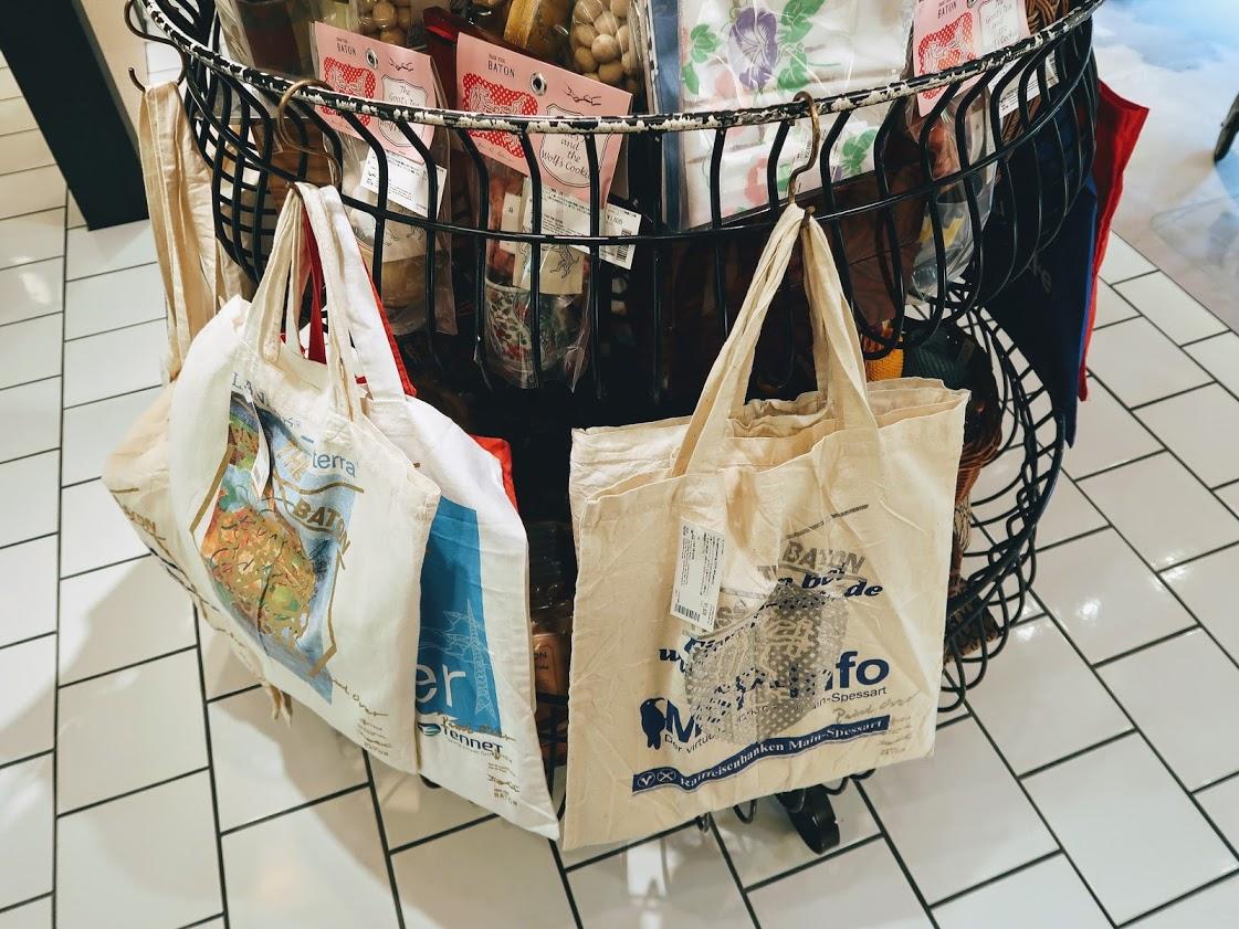 パスザバトン京都祇園店のオリジナルトートバッグ
