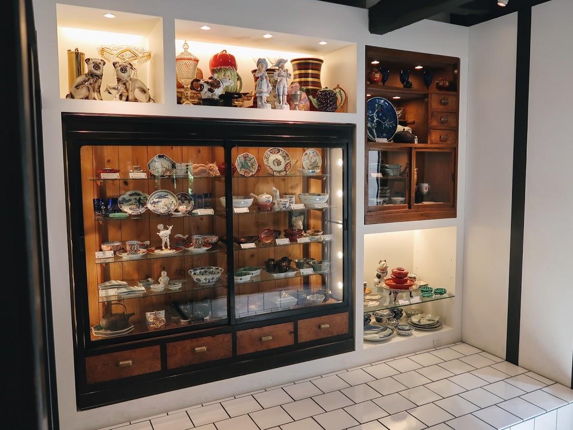 パスザバトン京都祇園店の器や置物