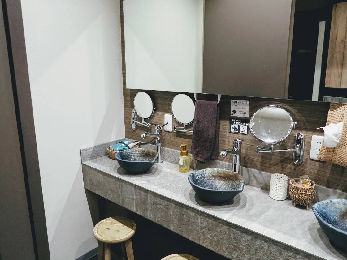 QooHostelOsakaの洗面所
