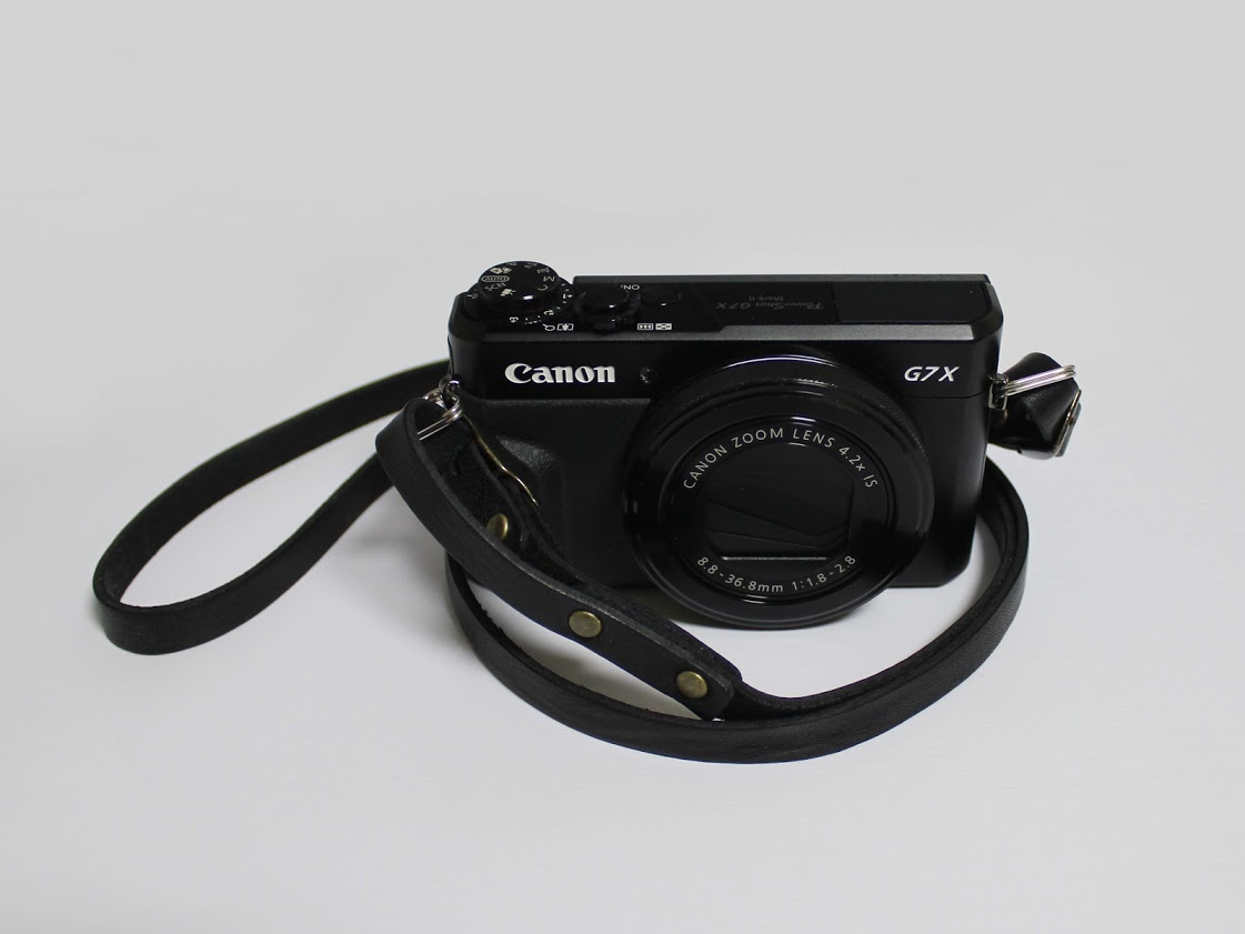 学芸大学のカメラ屋さんモノグラムで購入したカメラストラップ