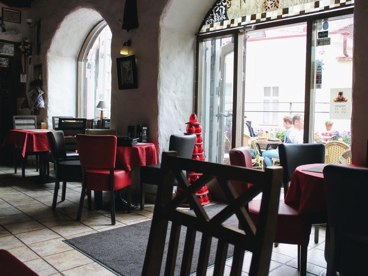 エストニアタリン旧市街のカフェレストランピカヤラの店内