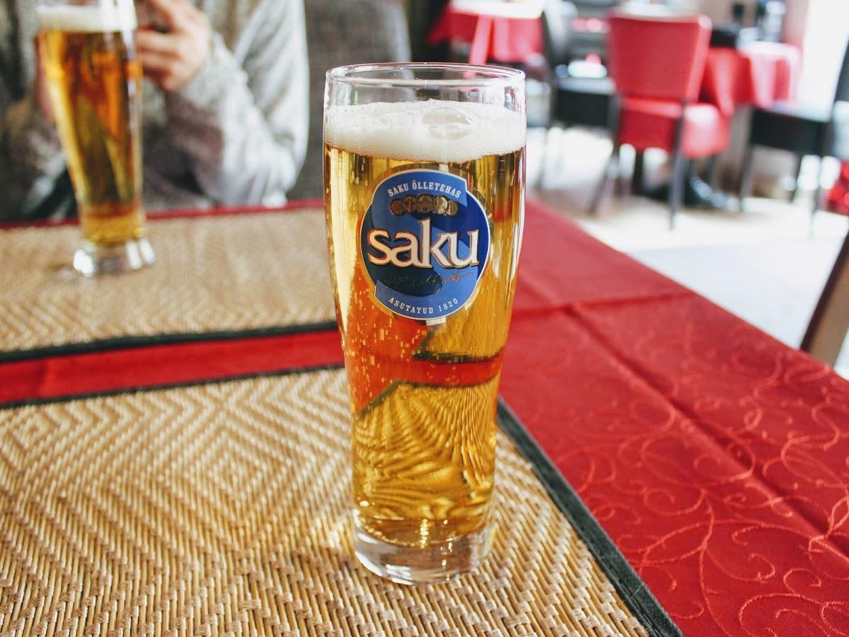 エストニアタリン旧市街のカフェレストランピカヤラのビール