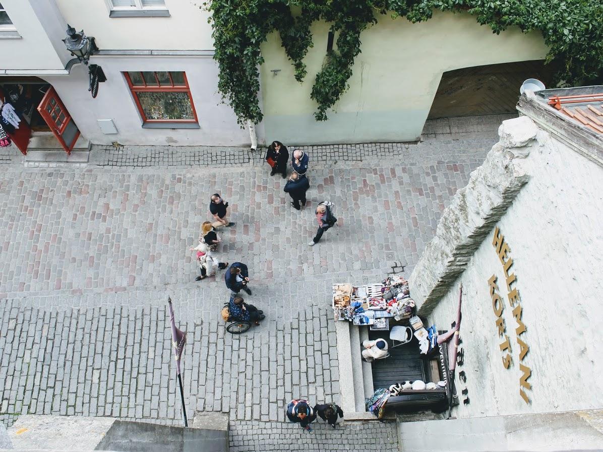 エストニアタリン旧市街のヘレマン塔から見た入り口