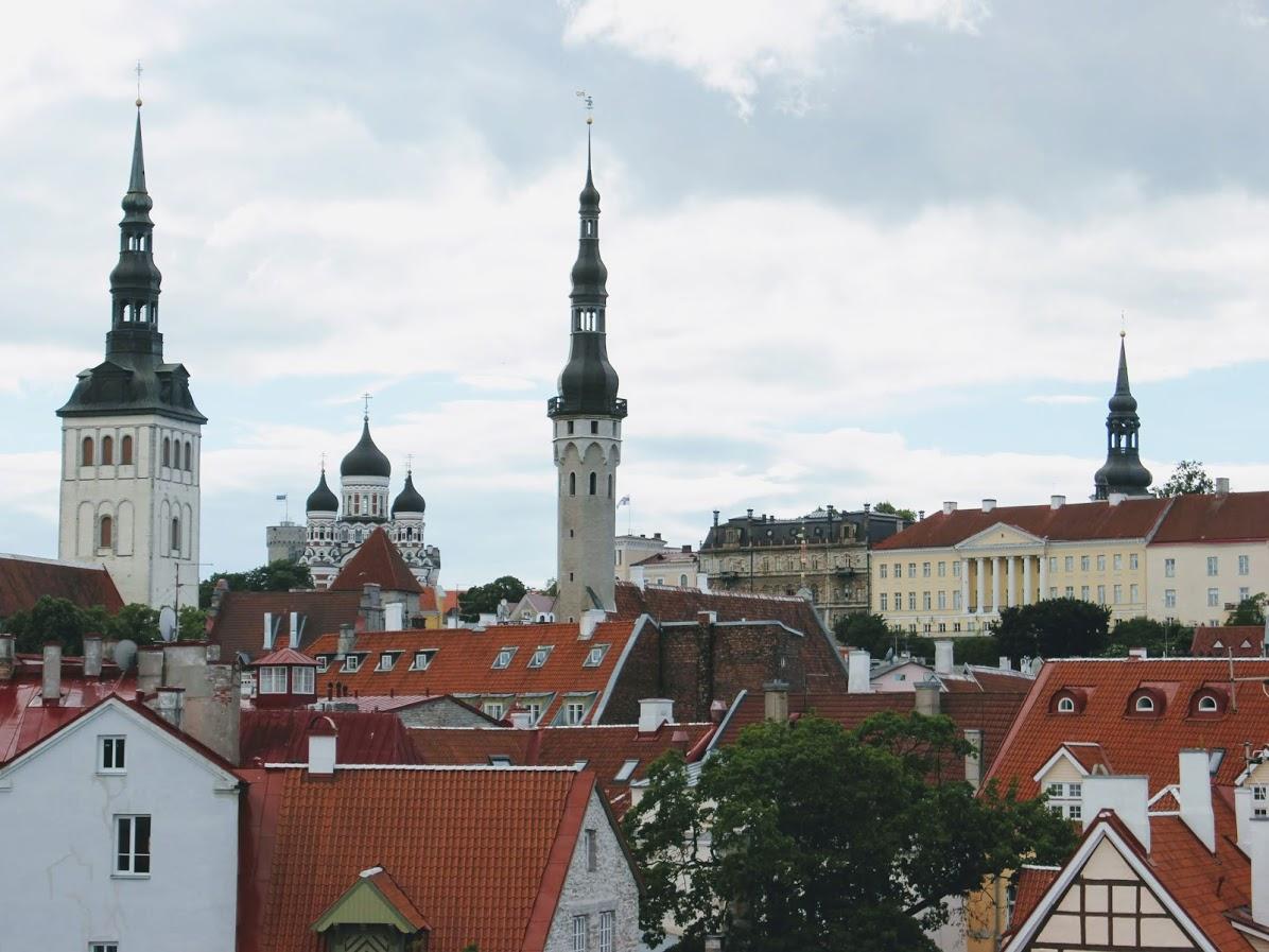 エストニアタリン旧市街のヘレマン塔からの景色