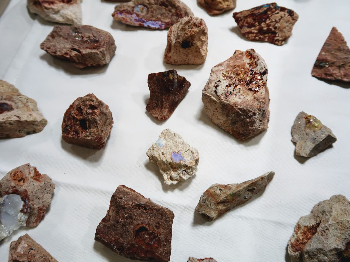 石フリマのカンテラオパール
