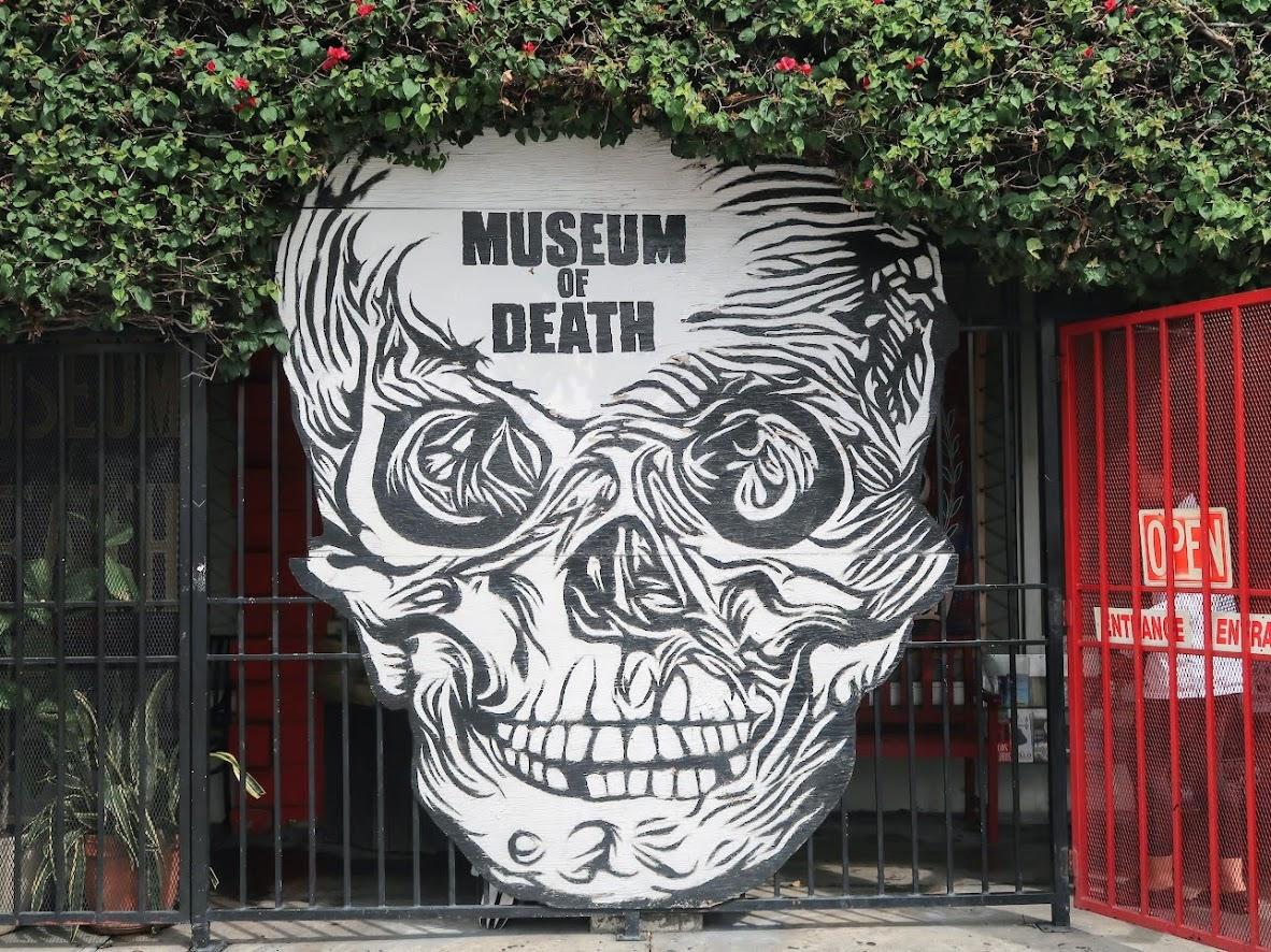 死の博物館の外観