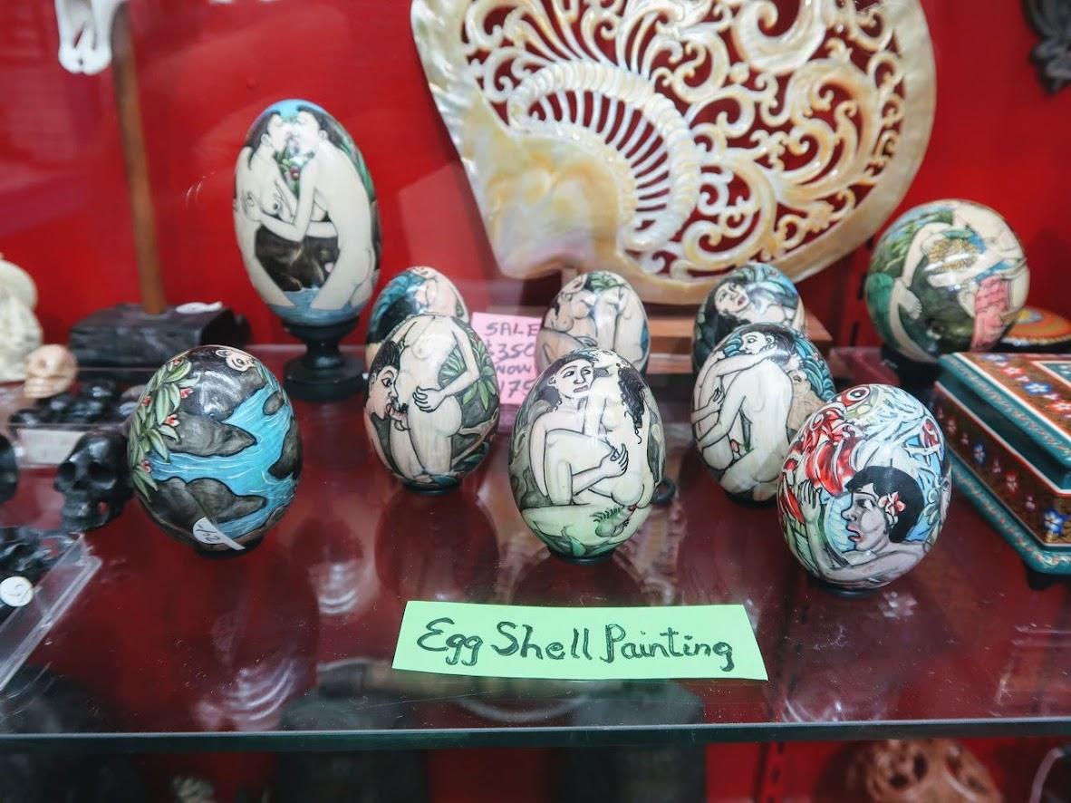マヤの卵型の置物