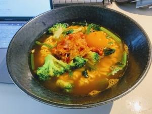 【アーティスト飯】超簡単に美味しくなるアレンジ「辛ラーメン」の作り方